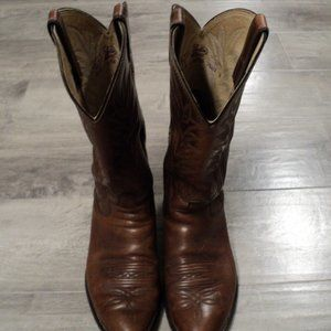 Justin Style Women's cowgirl brown boots. size 9